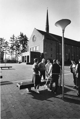 Students in front of Eastvold Auditorium