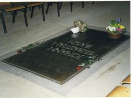 Bach's grave, University Symphony Orchestra Germany tour 2000