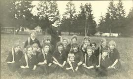 PLA girl's baseball team, 1915