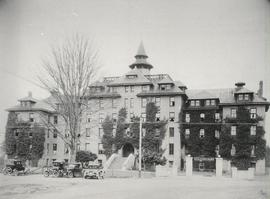 Old Main in snow, 1940